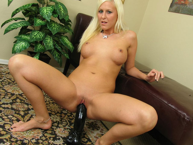 Felicia sucks ready to hand fucks dildo