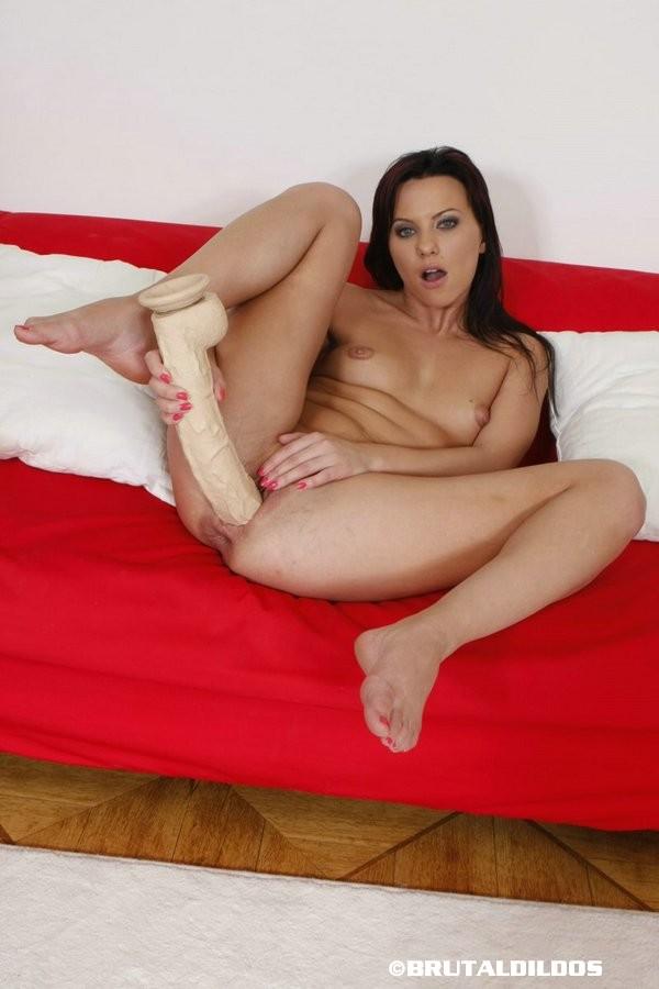 kendra wlikinson posing nude
